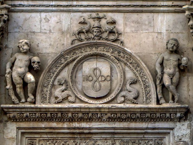 The NoDo symbol for Seville on the Cathedral.