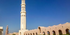 There are a lot of great things to do in Muscat, Oman, including visiting the Grand Mosque.