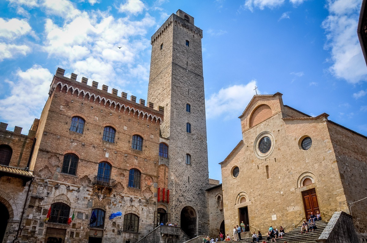 The cathedral and main square in a Tuscan hill town