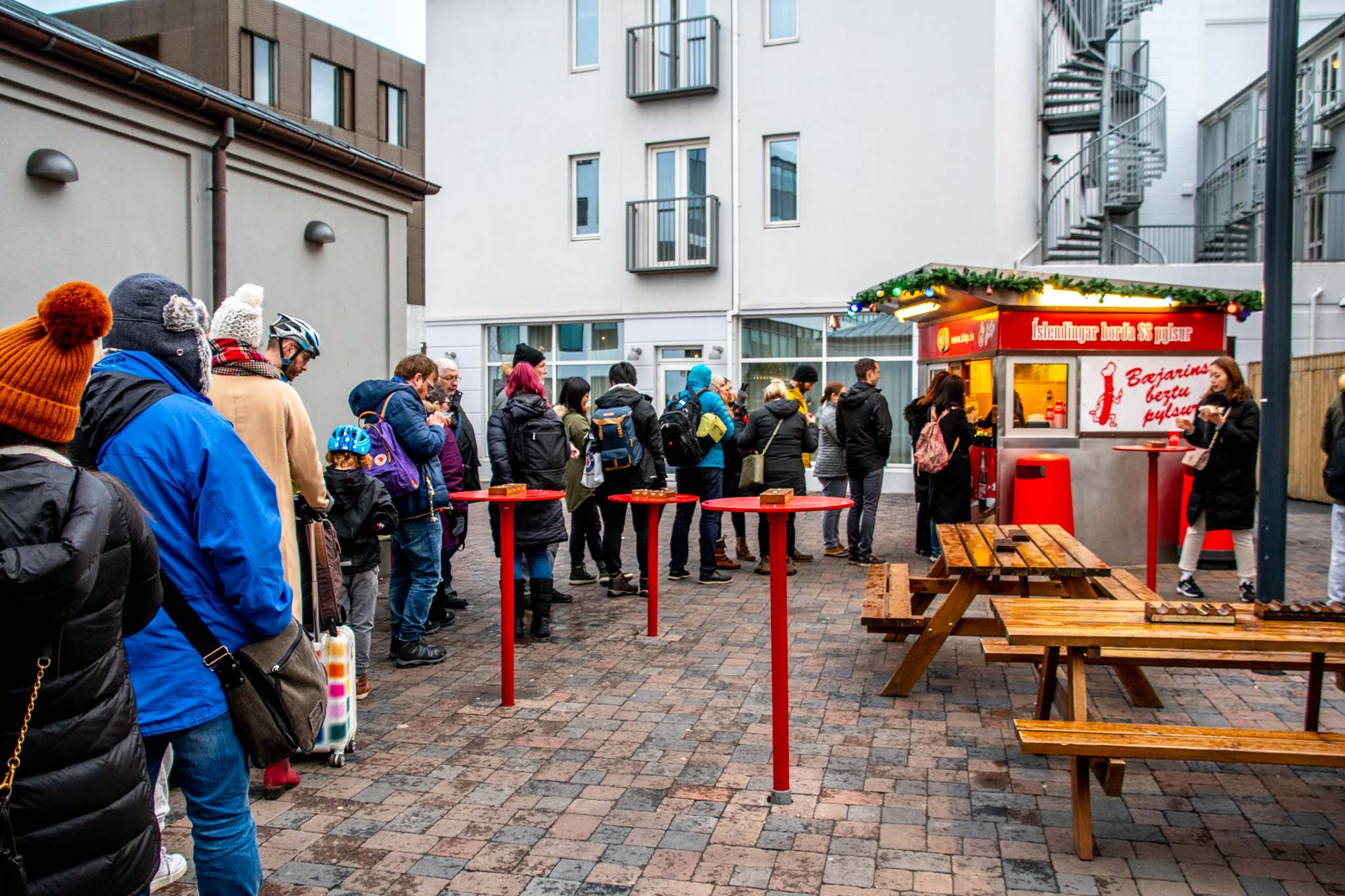 The customer line at the Bæjarins Beztu Pylsur hot dog stand.