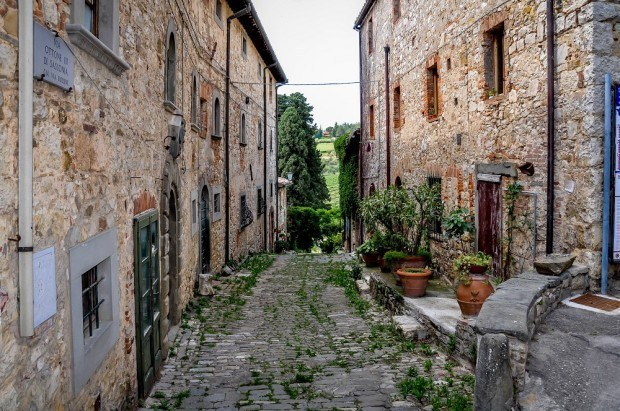 Exploring the tiny village of Fonterutoli during the Cantine Aperte wine festival in Italy.