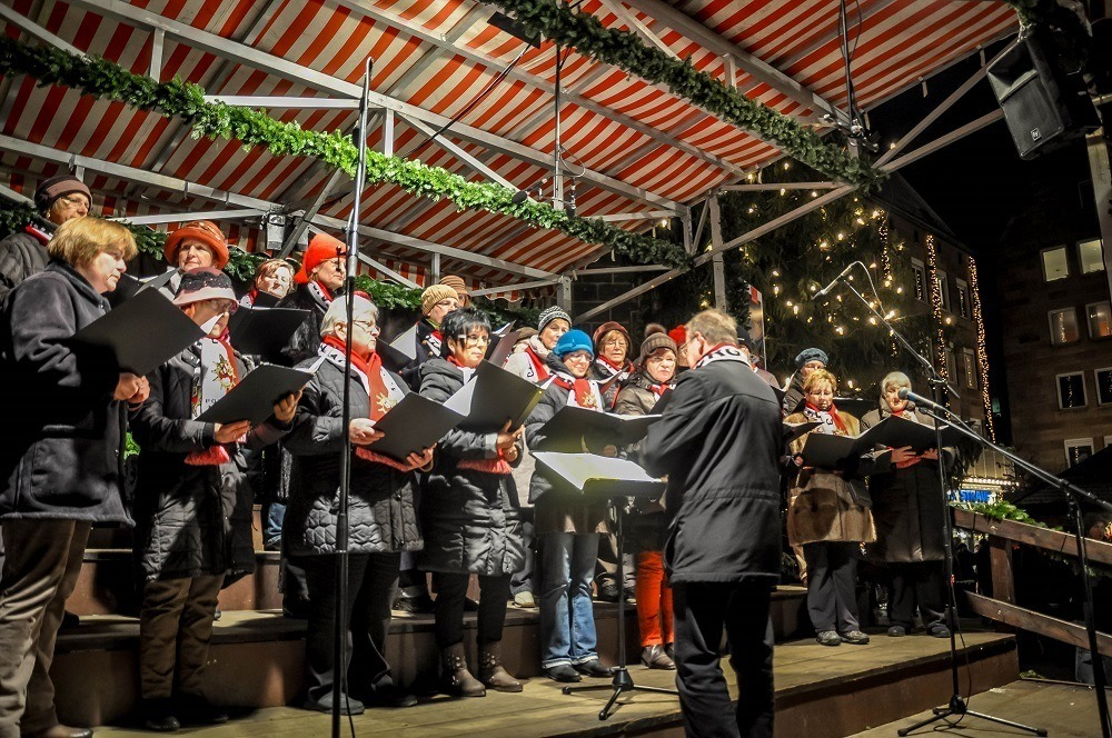 Carolers at the Nurember Christmas market