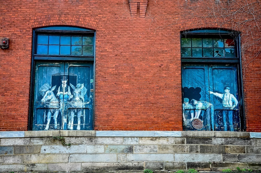 Murals on the outside of Yuengling Brewery