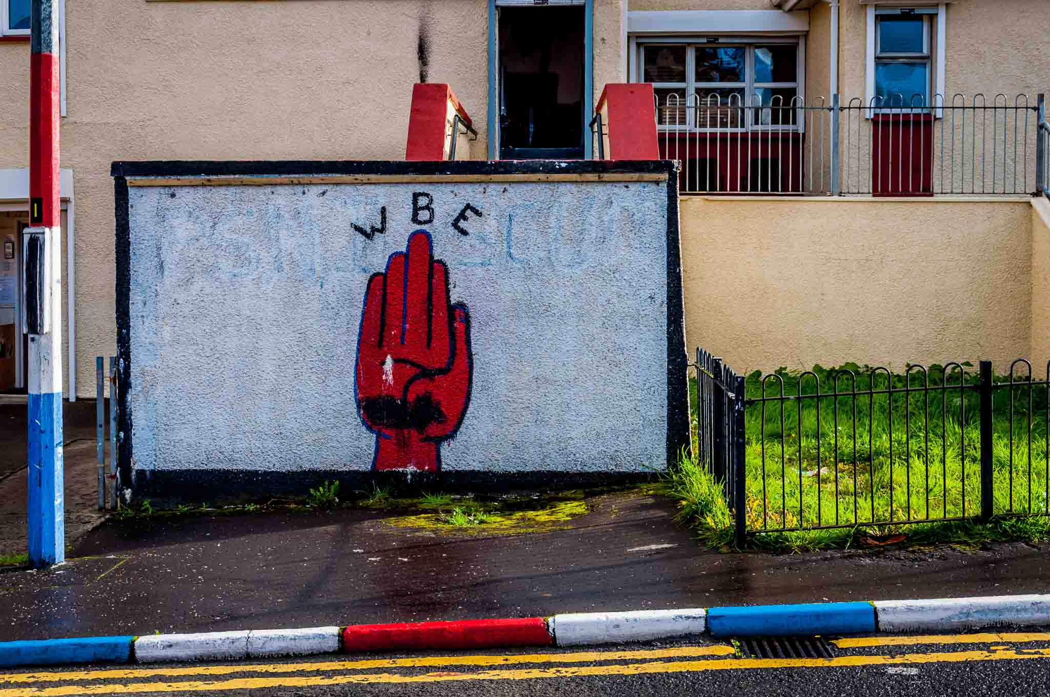 Loyalist mural of the Red Hand of Ulster, one of the Derry murals