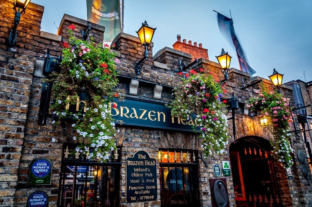 Entrance to the Brazen Head Dublin pub