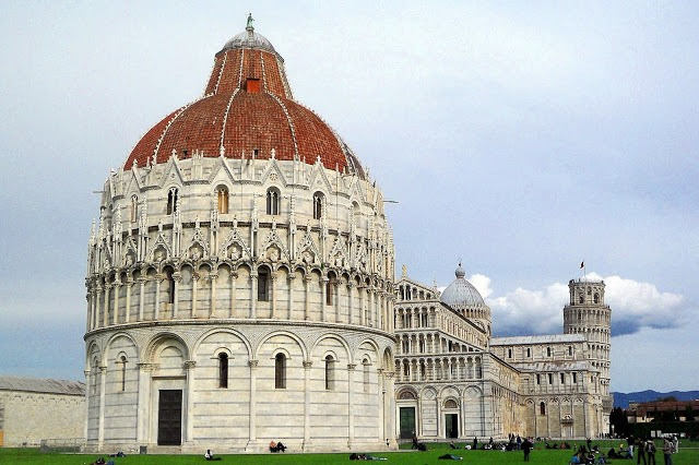 Leaning Tower of Pisa and nearby buildings