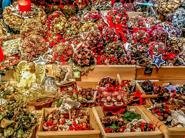 Potpourri and ornaments at the German Christmas markets