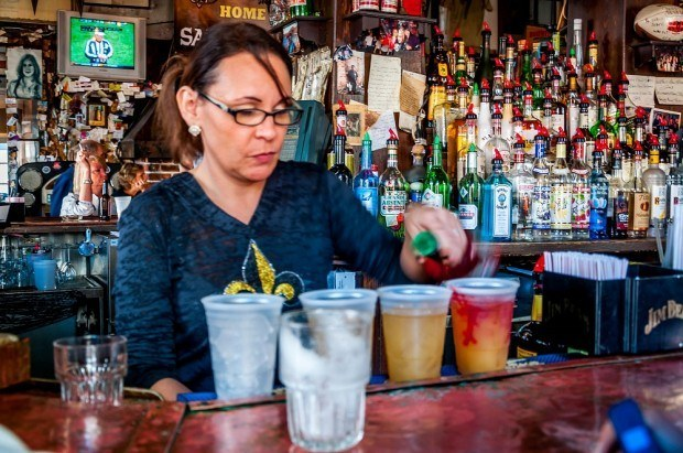Bartender pouring hurricane cocktails on Bourbon Street in New Orleans