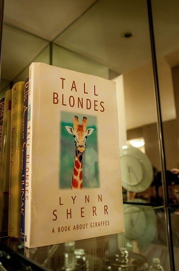Cover of book Tall Blondes by Lynn Sherr