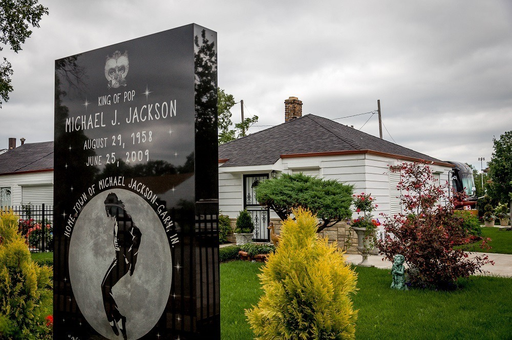 Michael Jackson monument in front of the Jackson Family home in Gary