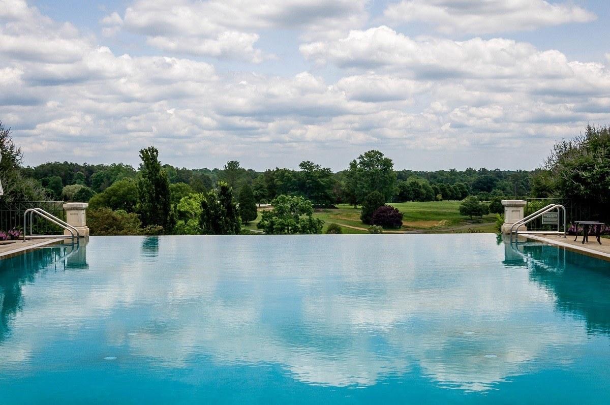 The amazing horizon pool at Keswick Hall at Monicello