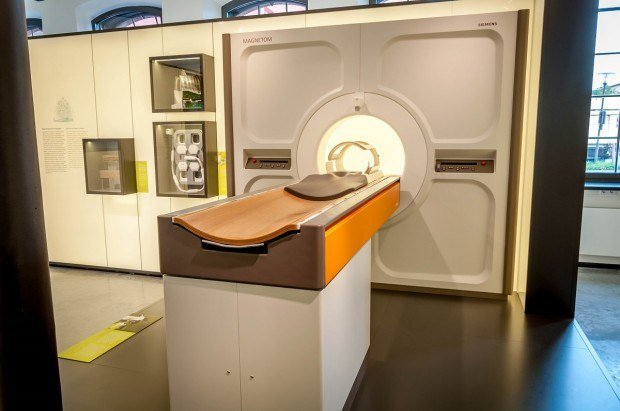 An early Siemens Magnetom MRI machine on display at the Siemens MedMuseum in Erlangen, Germany.