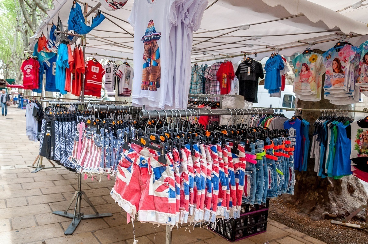T-shirts and shorts for sale in Uzes