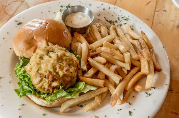 Boatyard-crabcake-sandwich-2