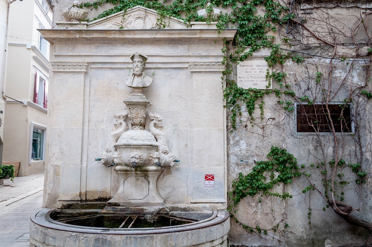 Fountain with a bust of a man at the top