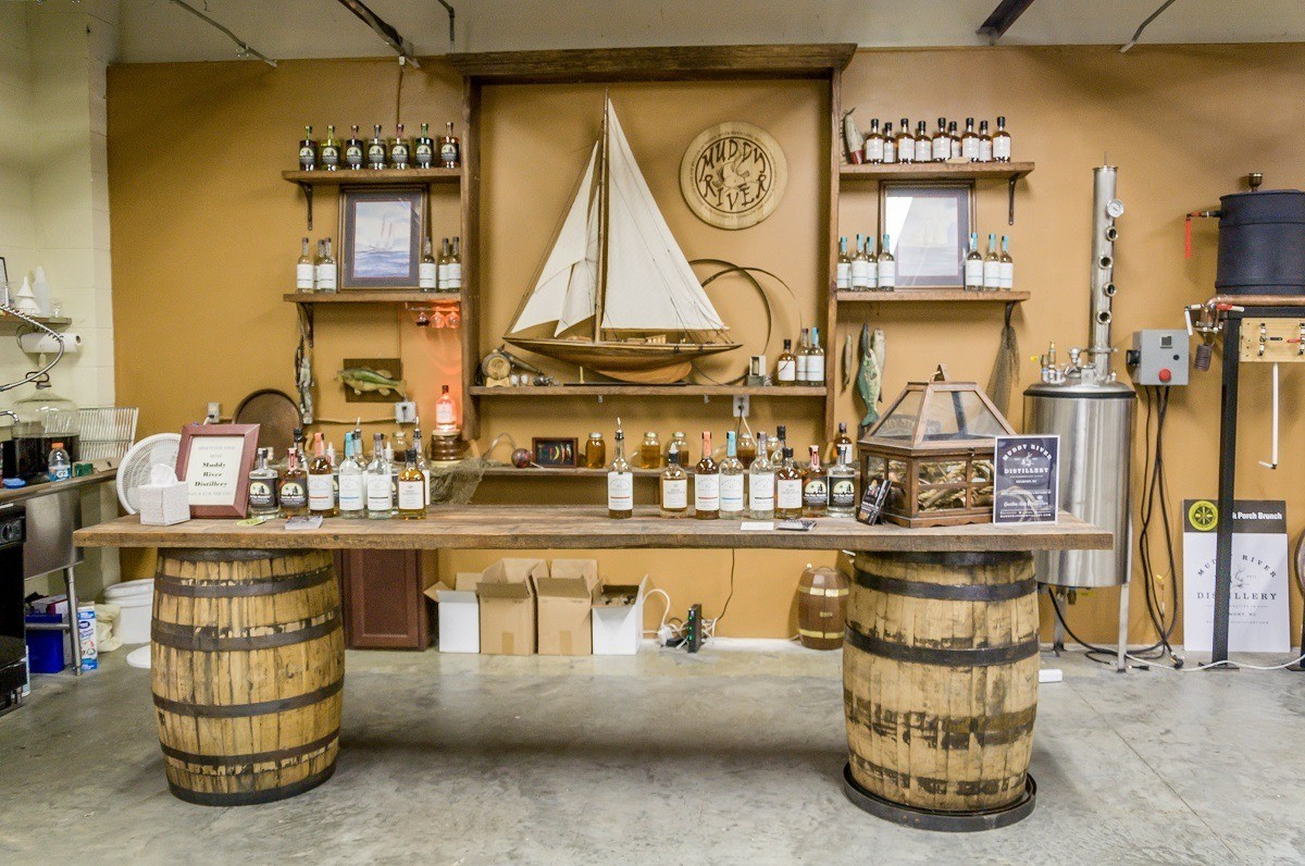 Muddy River Distillery's tasting bar