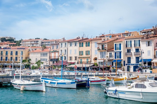 There are so many great things to do in Provence, France. From visiting seaside towns like Cassis to visiting historical sites like the Theater at Orange, there is no shortage of ways to spend your time in this beautiful region.