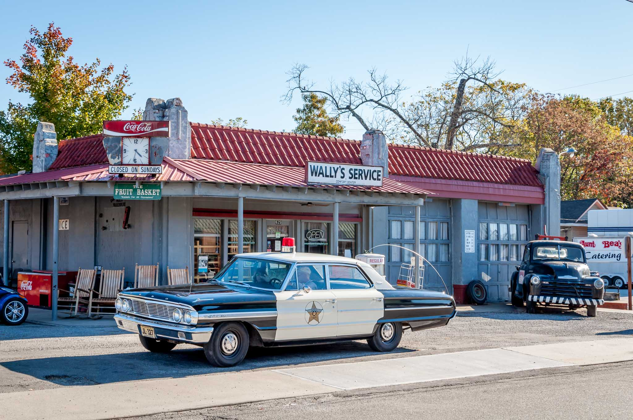 A squad car tour shows visitors the sights of Mayberry (aka Mt Airy, North Carolina). It's one of the unique things to do in Mount Airy NC