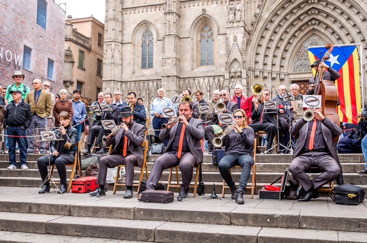Musicians playing horns on the steps of Barcelona Cathedral