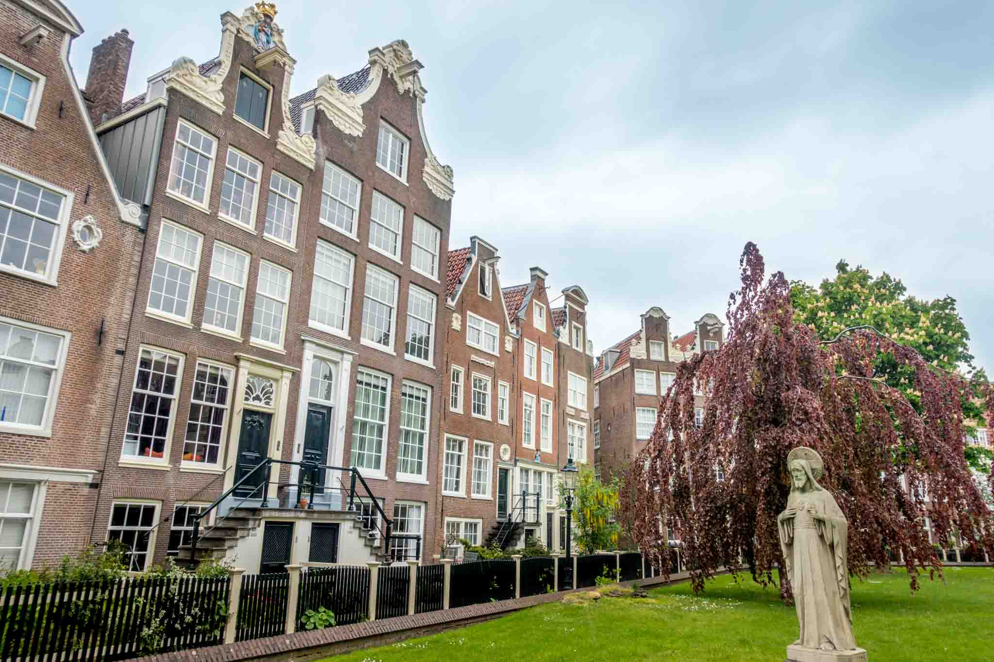 The Begijnhof, a courtyard surrounded by 16th-century Dutch townhouses, is one of the interesting places to see when visiting Amsterdam