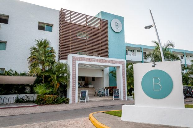 The front of the Hotel B Cozumel from the street.