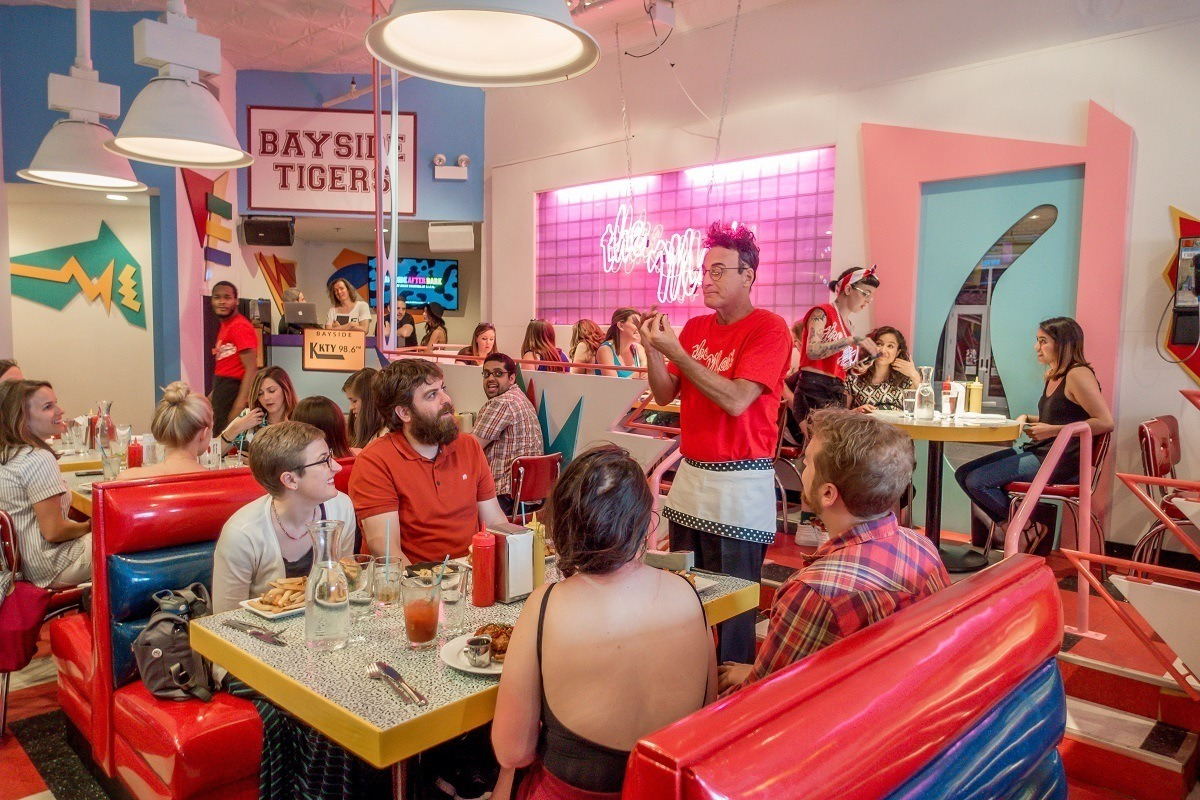 Ed Alonzo performing magic tricks for diners at Saved by the Max