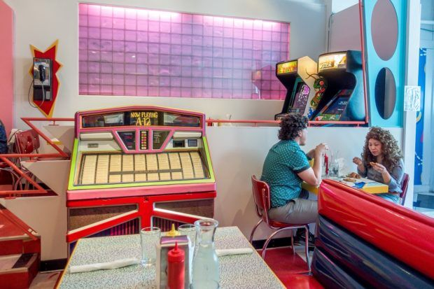 Saved by the Max is a new pop-up restaurant in Chicago inspired by the 90s sitcom Saved by the Bell. Its decor is reminiscent of the restaurant in the TV show.