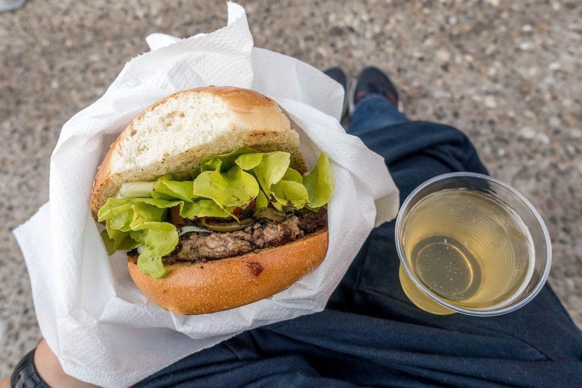 Hamburger and wine
