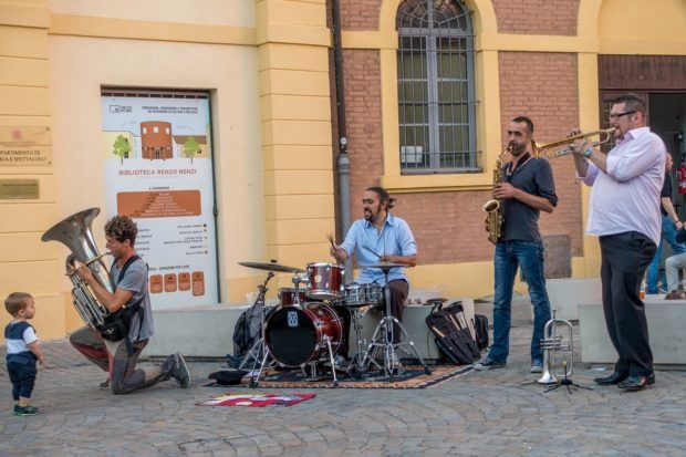Band playing at Bologna's Mercato della Terra