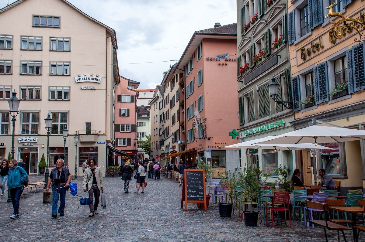 The pedestrian-only area of Niederdorfstrasse, the highlight of a Zurich walking tour.