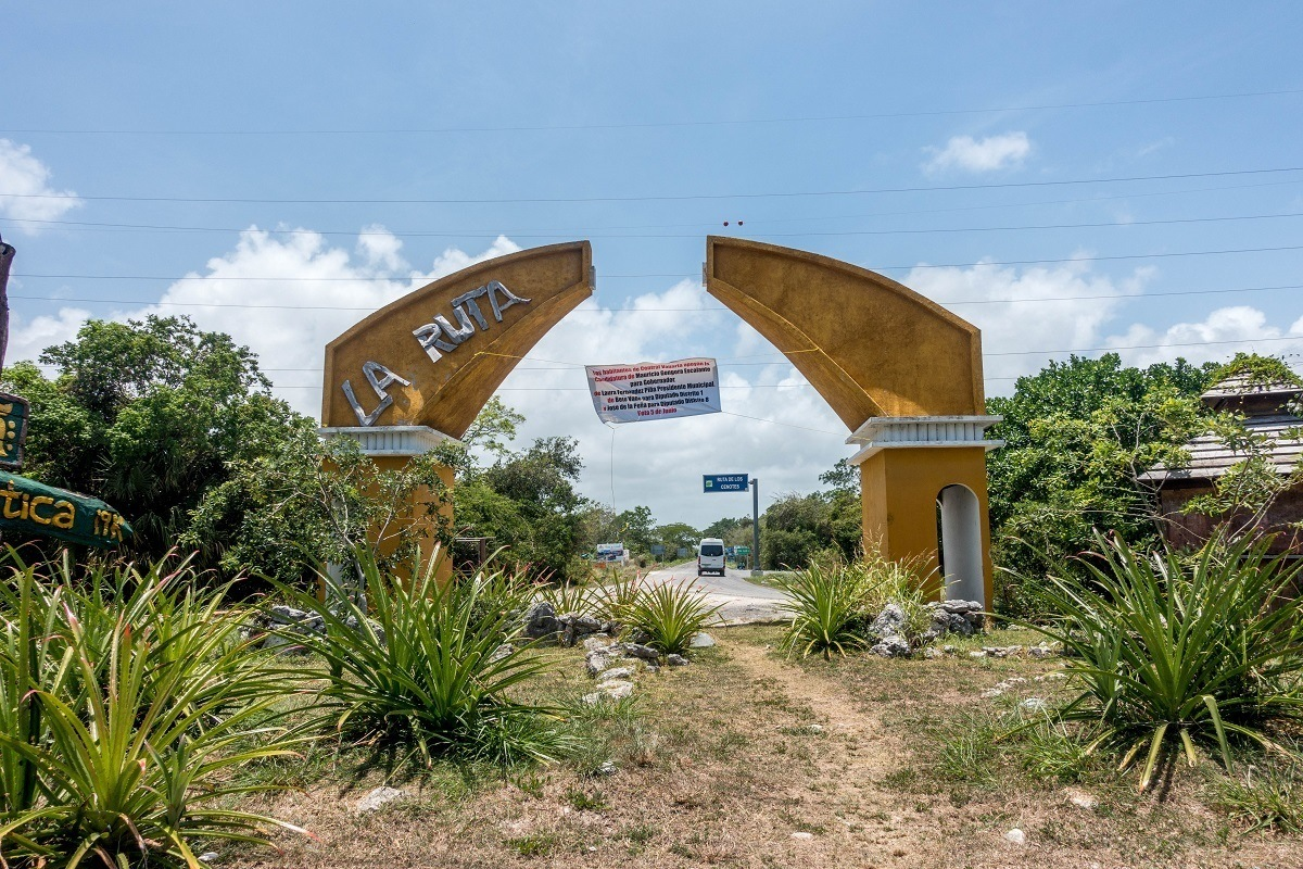 The dilapidated Ruta de los Cenotes sign in Puerto Morelos