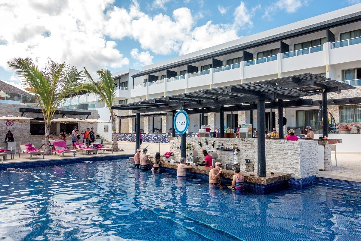 People at a swim up bar in Punta Cana