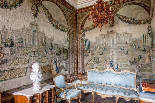 Tapestries and brocade furniture in Rosenborg Castle