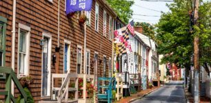 Taking a walk down the charming streets is one of the fun things to do in Annapolis Maryland