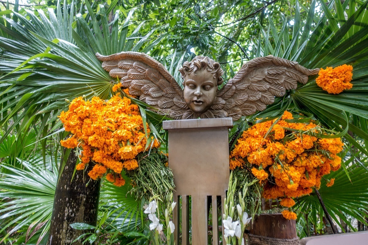 Displaying marigolds is one of the Day of the Dead customs to encourage souls to return to Earth