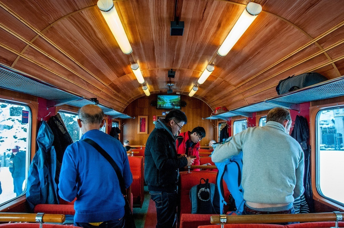 People boarding the Flam railway car