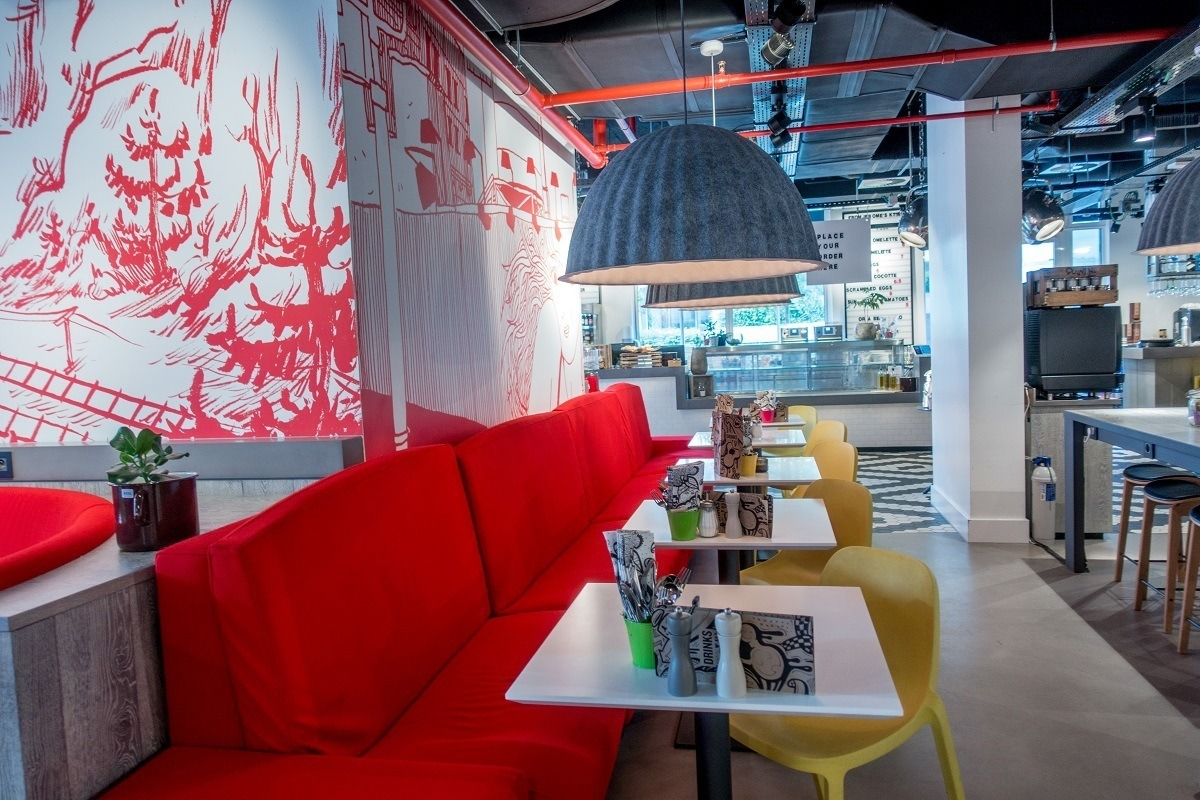 The OUIBar+KTCHN at the Radisson Red Brussels is a great place to eat or just hang out