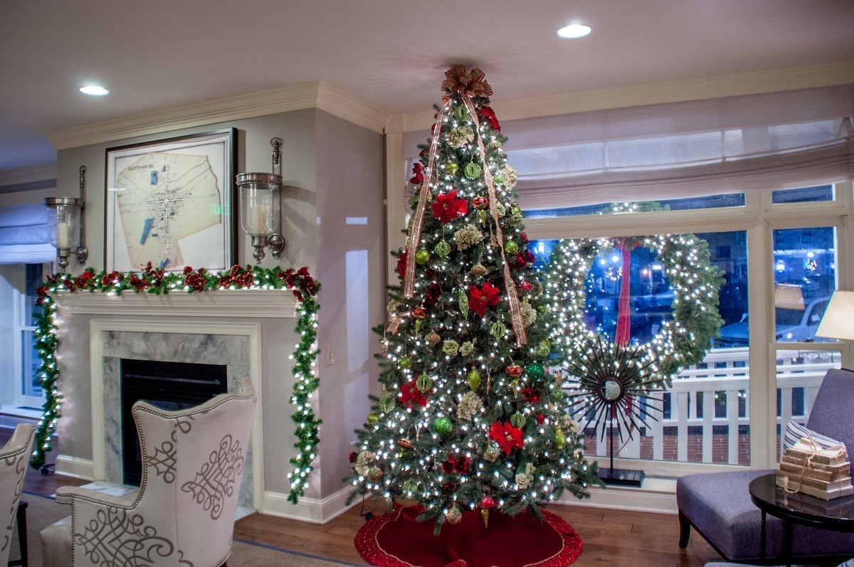 Gettysburg Hotel lobby decorated at Christmas