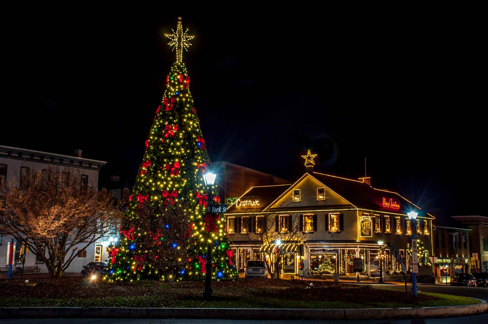 Lincoln Square in Gettysburg, PA at Christmas