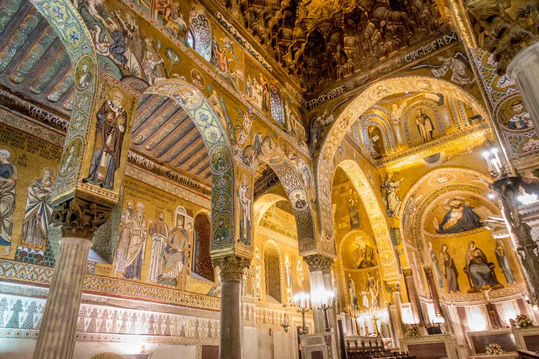 Chapel with pillars and vaulted ceiling covered with gold mosaics at the Palatine Chapel