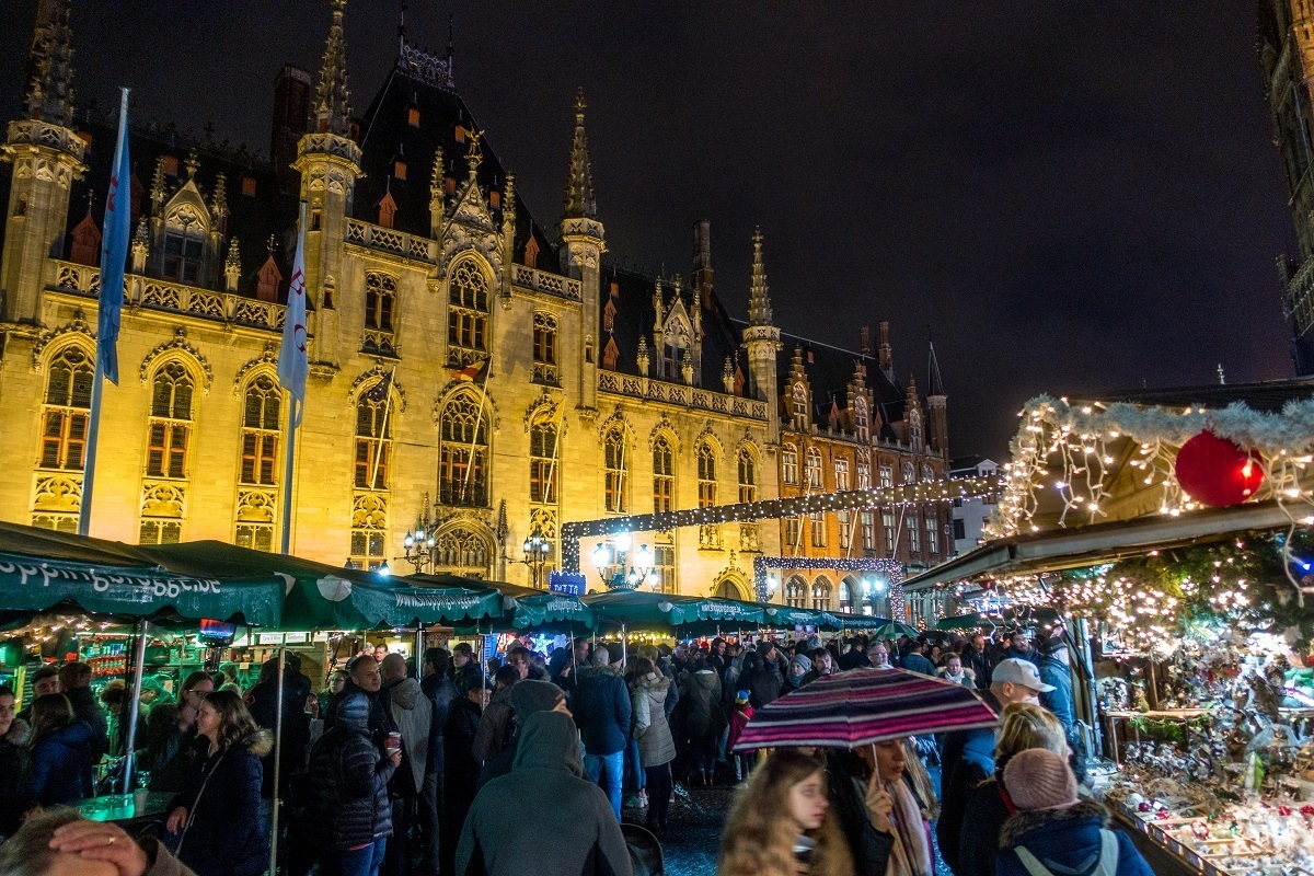The Brugge Christmas market in Grote Markt at night