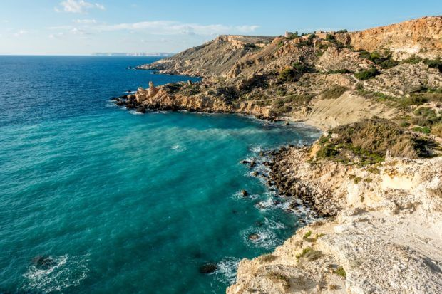 Fomm ir-Rih bay in Malta isn't easy to reach, but the hike is worth it. Add it to your 4 days in Malta itinerary