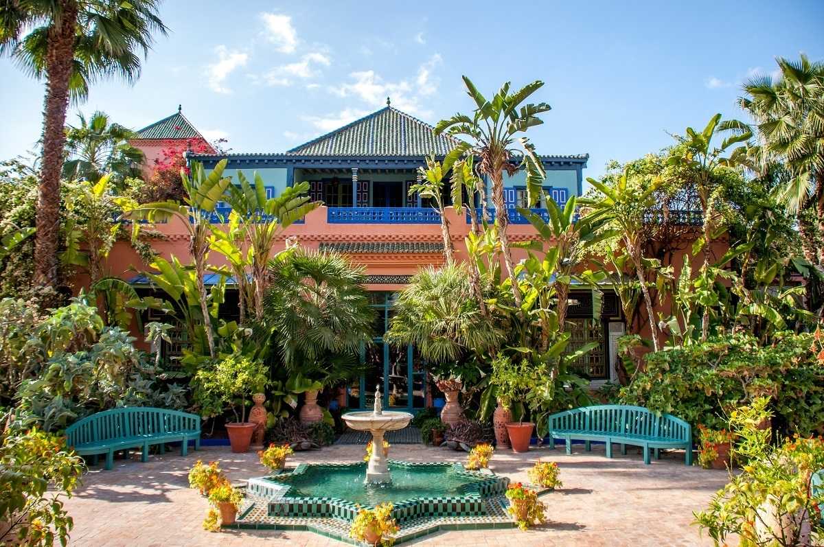 Pink and blue building with plants, the former home of Yves Saint Laurent at Jardin Majorelle