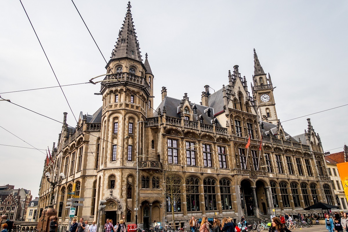 The former post office building in Korenmarkt is one of the pretty buildings to see in Ghent city center