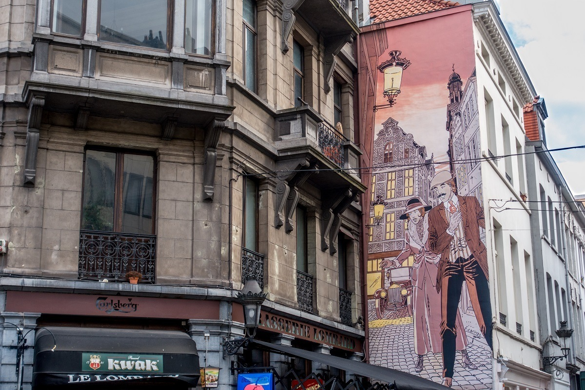 Street art mural of a couple in the streets of Brussels
