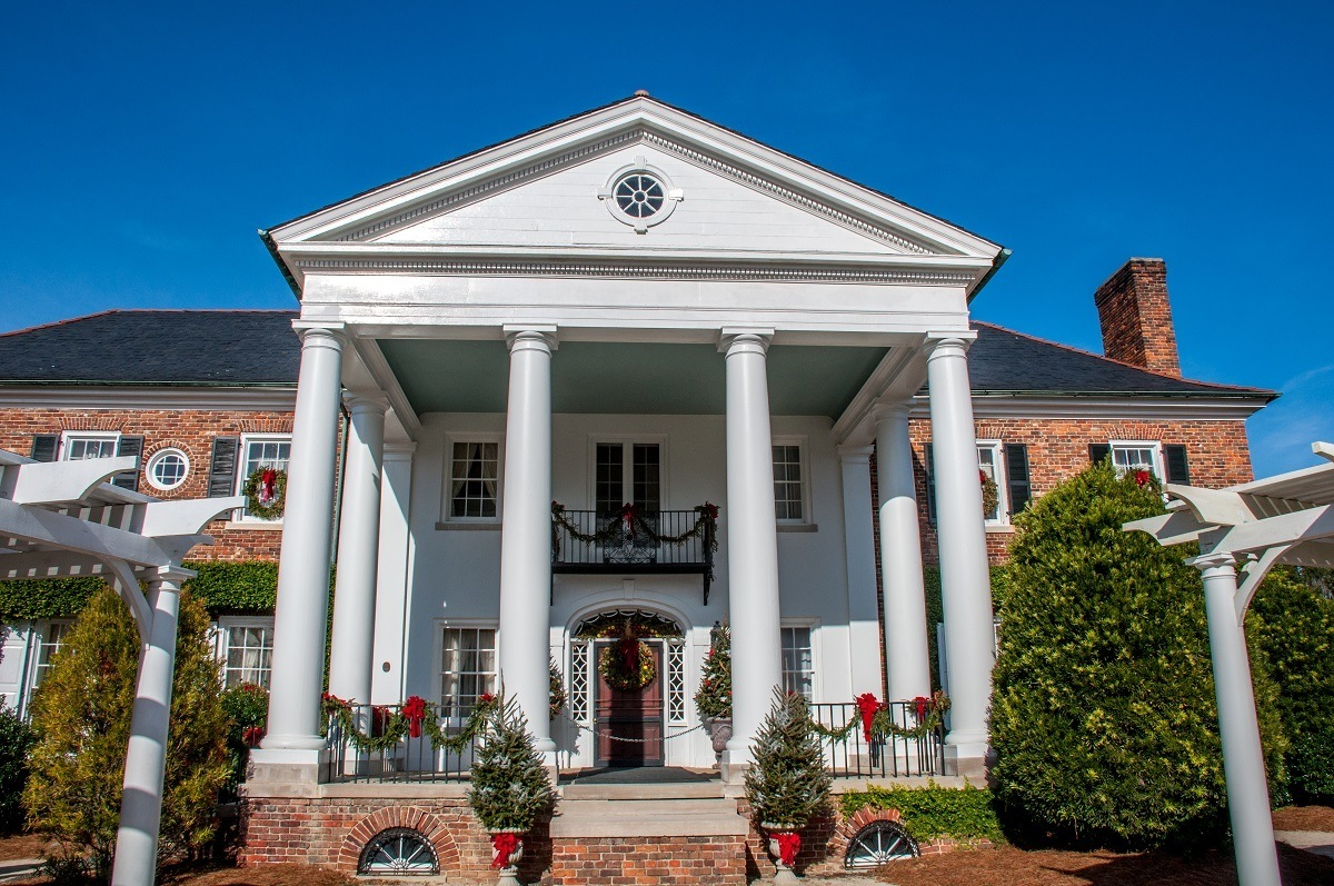 Boone Hall mansion exterior decorated for Christmas