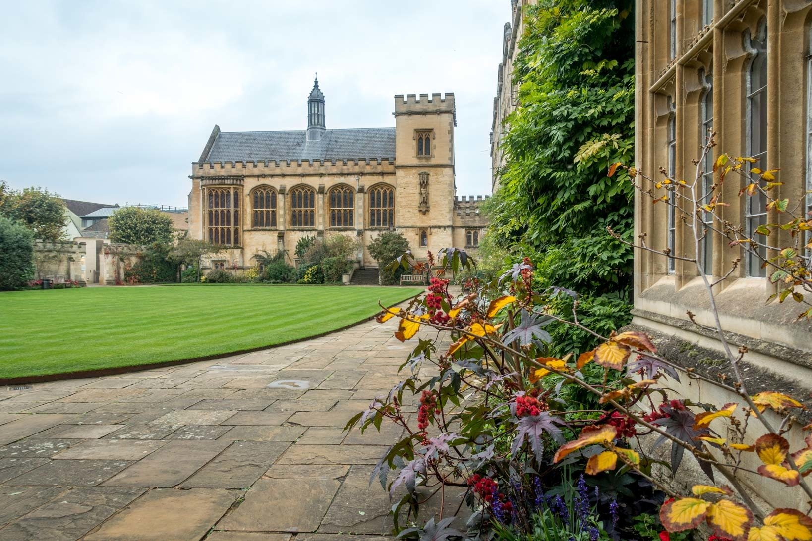 Lawn and buildings at Pembroke College in Oxford
