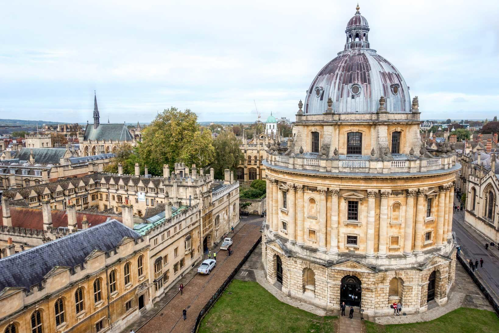 Overhead view of round Radcliffe Camera and other buildings