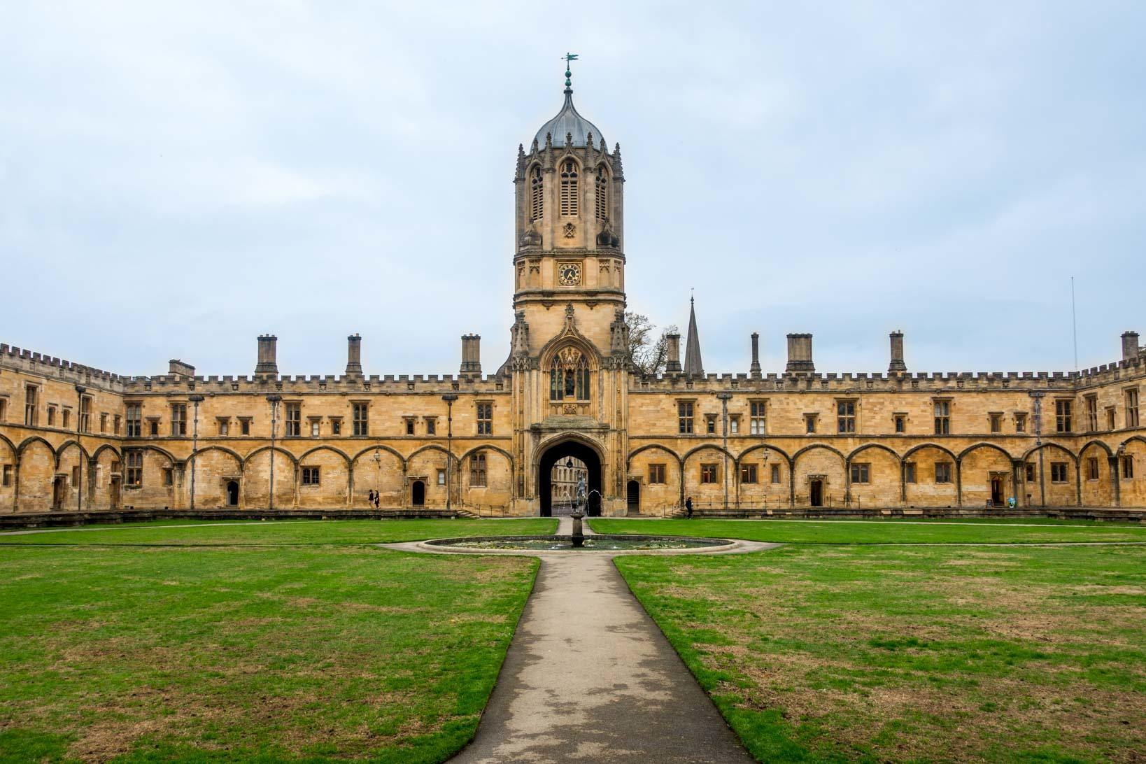 Visiting Christ Church and Tom Tower is one of the top Oxford things to do
