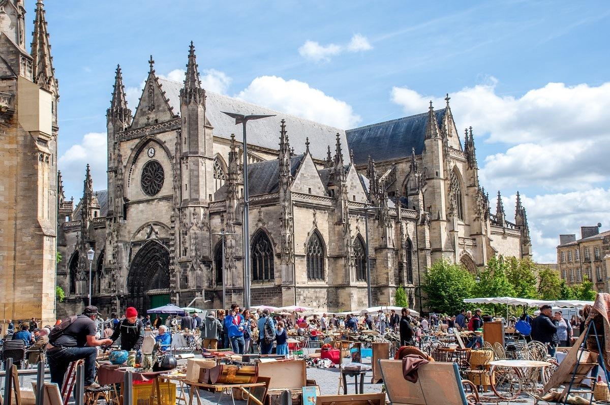 Flea market vendors at the Marche Royal outside a church